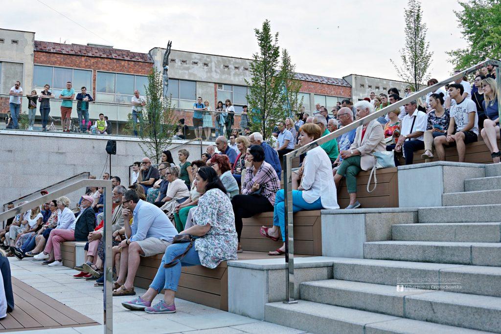 Letni Jurajski Festiwal Muzyczny zainaugurowany! Tak wyglądał koncert na Starym Rynku w Częstochowie [ZDJĘCIA] 7