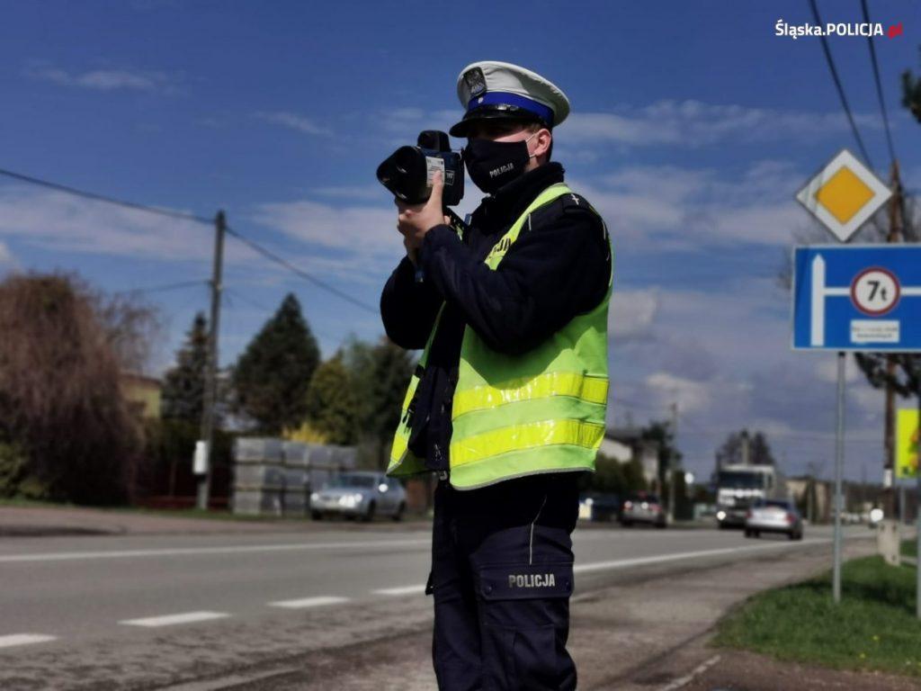 Noga z gazu, policja przez cały długi weekend zwiększa kontrole na drogach 1