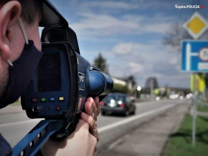 Noga z gazu, policja przez cały długi weekend zwiększa kontrole na drogach 6
