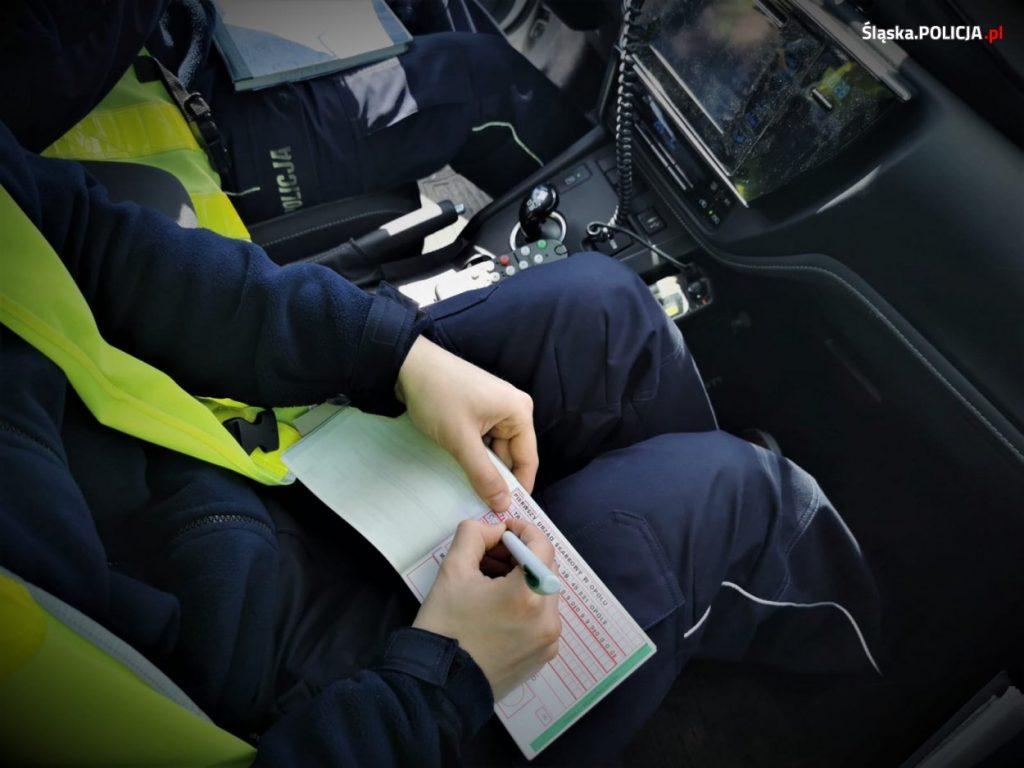 Noga z gazu, policja przez cały długi weekend zwiększa kontrole na drogach 2