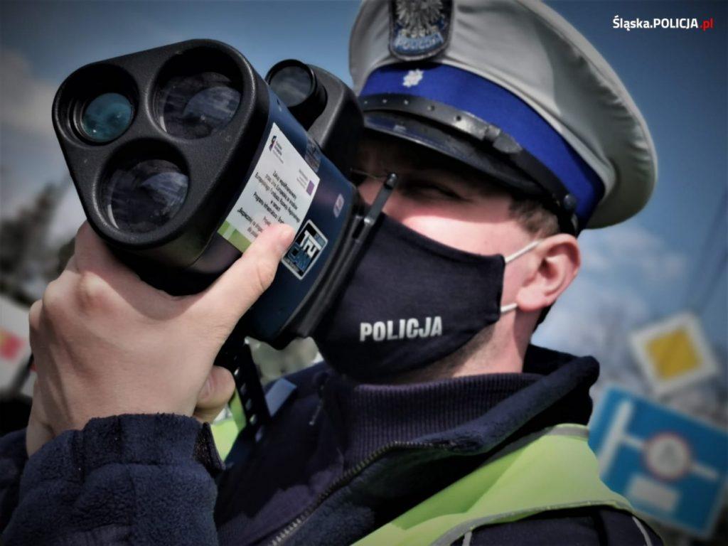 Noga z gazu, policja przez cały długi weekend zwiększa kontrole na drogach 4