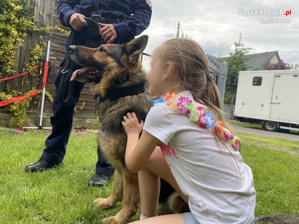 Dzień Dziecka z czworonożnymi funkcjonariuszami częstochowskiej policji 4