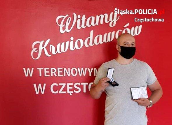 """""""Honorowy Dawca Krwi - Zasłużony dla Zdrowia Narodu"""" pochodzi z częstochowskiej policji 5"""