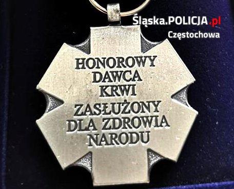 """""""Honorowy Dawca Krwi - Zasłużony dla Zdrowia Narodu"""" pochodzi z częstochowskiej policji 2"""