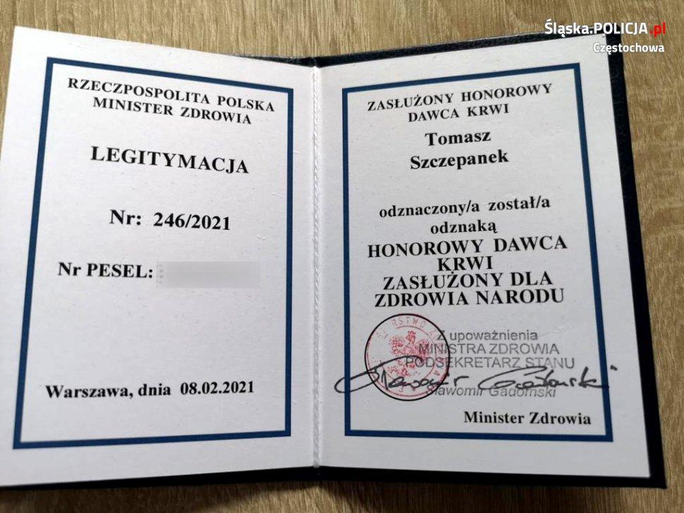 """""""Honorowy Dawca Krwi - Zasłużony dla Zdrowia Narodu"""" pochodzi z częstochowskiej policji 3"""
