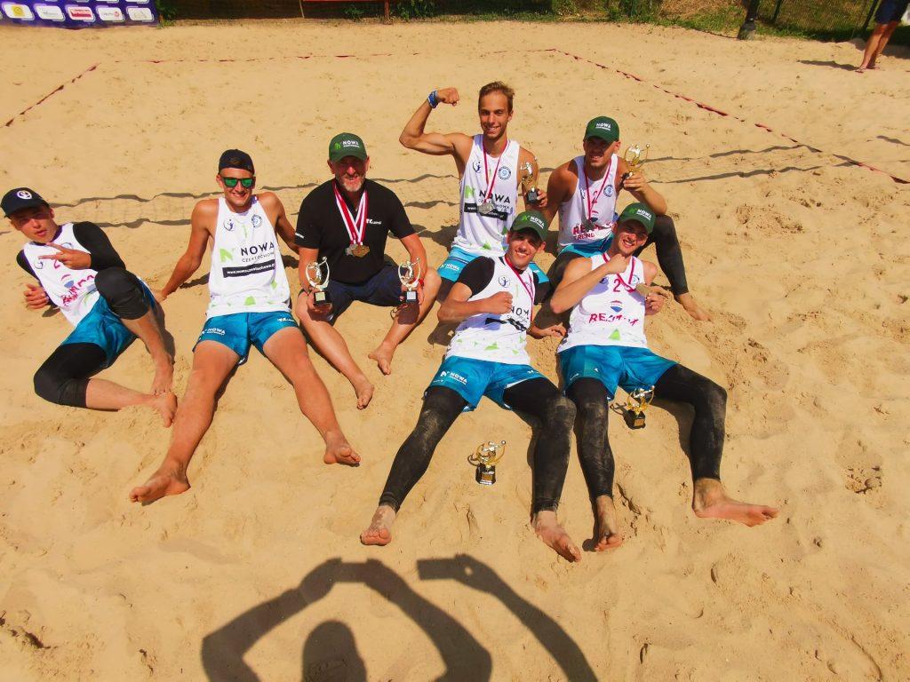 Olczyk, Kwiatecki, Kantorowicz i Pośpiech zdominowali finał mistrzostw województwa śląskiego juniorów w siatkówce plażowej. Jest złoto i srebro!!! 1