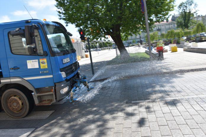 Nastały upały, więc na ulice Częstochowy wyjechały polewaczki 2