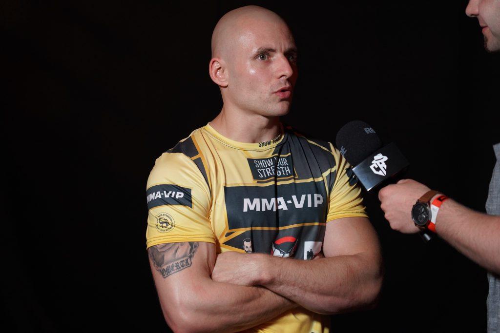 """W walce wieczoru podczas Gali MMA VIP 2 w Częstochowie """"Antykonfident"""" przydusił """"Żuroma"""" 8"""