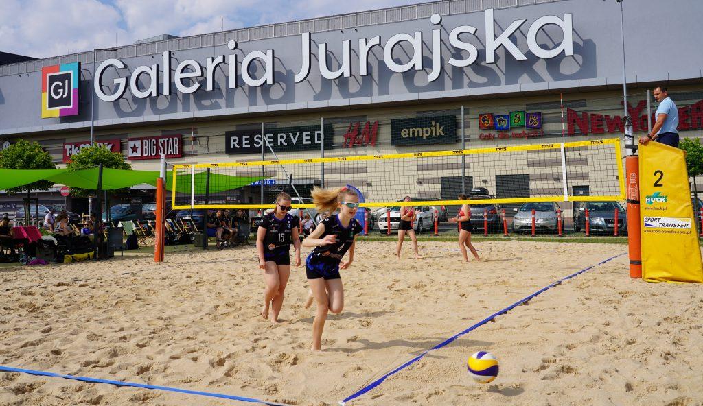 Patrycja Świąć i Martyna Chmielewska na podium w turnieju półfinałowym kadetek w Częstochowie 3