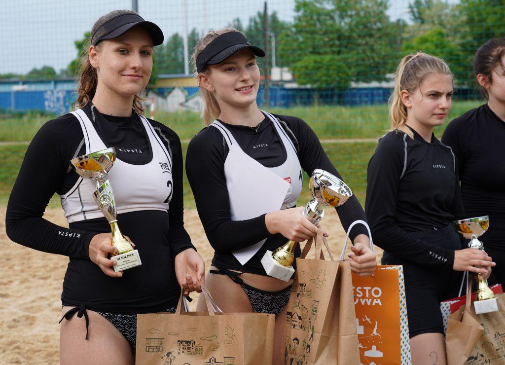 Patrycja Świąć i Martyna Chmielewska na podium w turnieju półfinałowym kadetek w Częstochowie 16