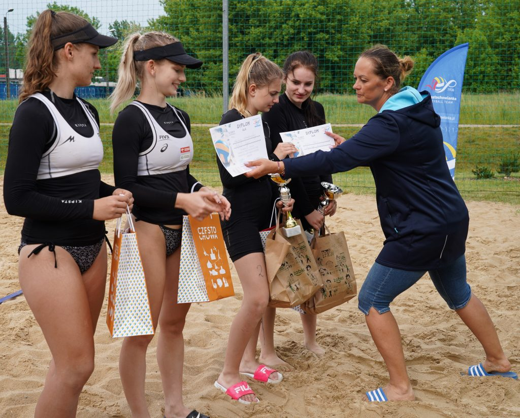 Patrycja Świąć i Martyna Chmielewska na podium w turnieju półfinałowym kadetek w Częstochowie 14