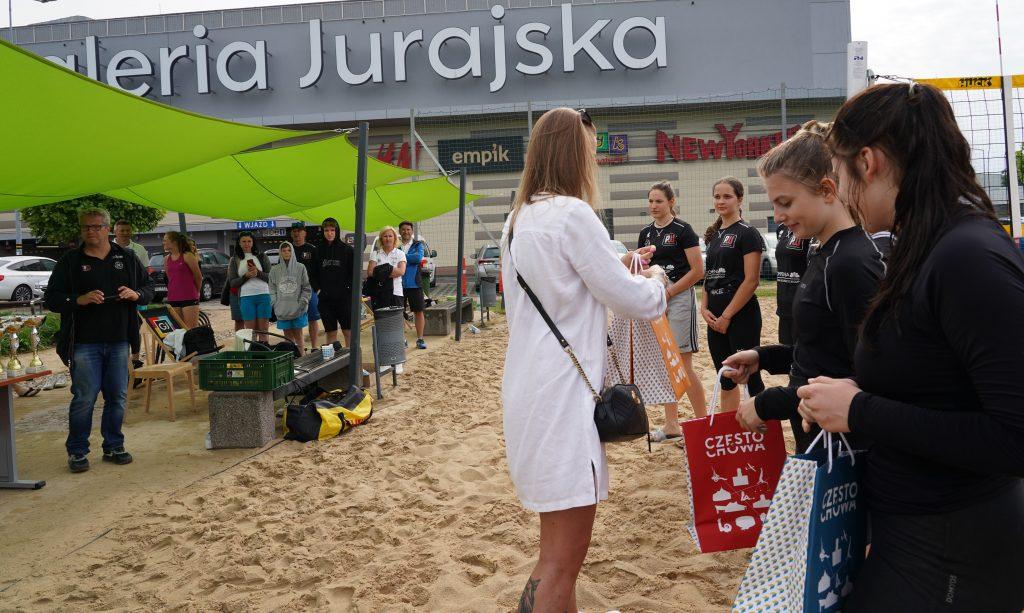 Patrycja Świąć i Martyna Chmielewska na podium w turnieju półfinałowym kadetek w Częstochowie 10