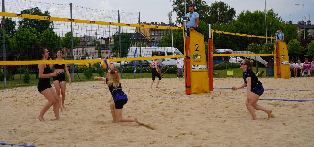 Patrycja Świąć i Martyna Chmielewska na podium w turnieju półfinałowym kadetek w Częstochowie 4