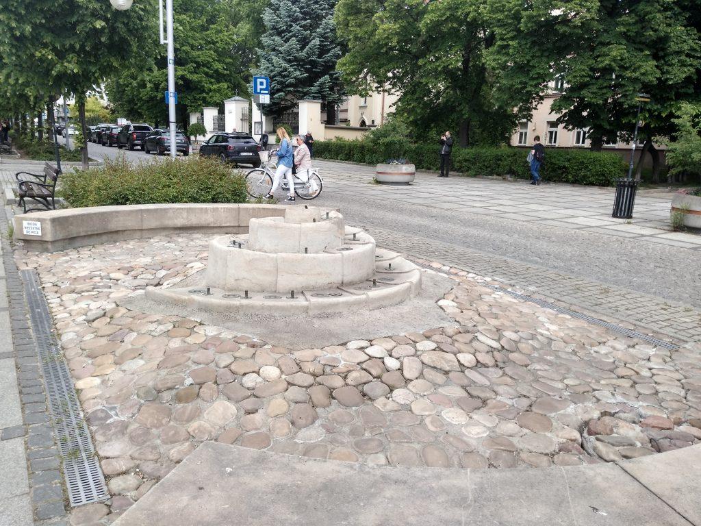 W Częstochowie włączono miejskie fontanny 1