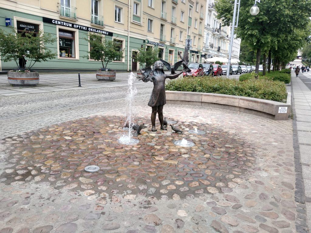 W Częstochowie włączono miejskie fontanny 2