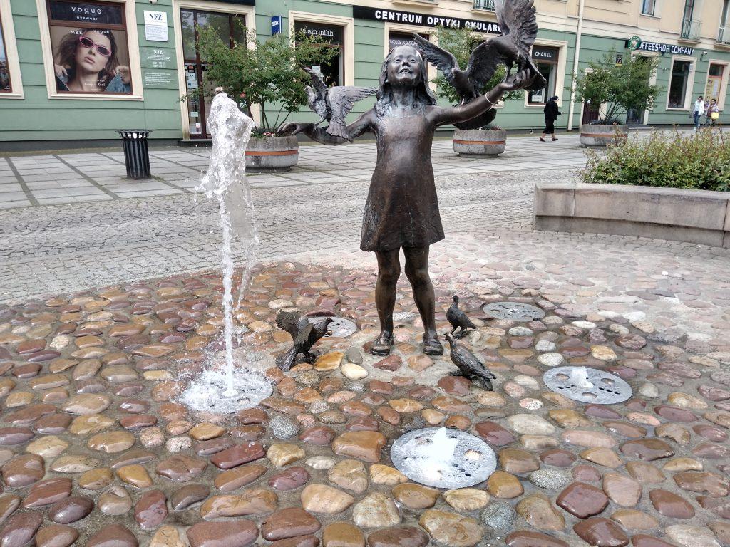 W Częstochowie włączono miejskie fontanny 3