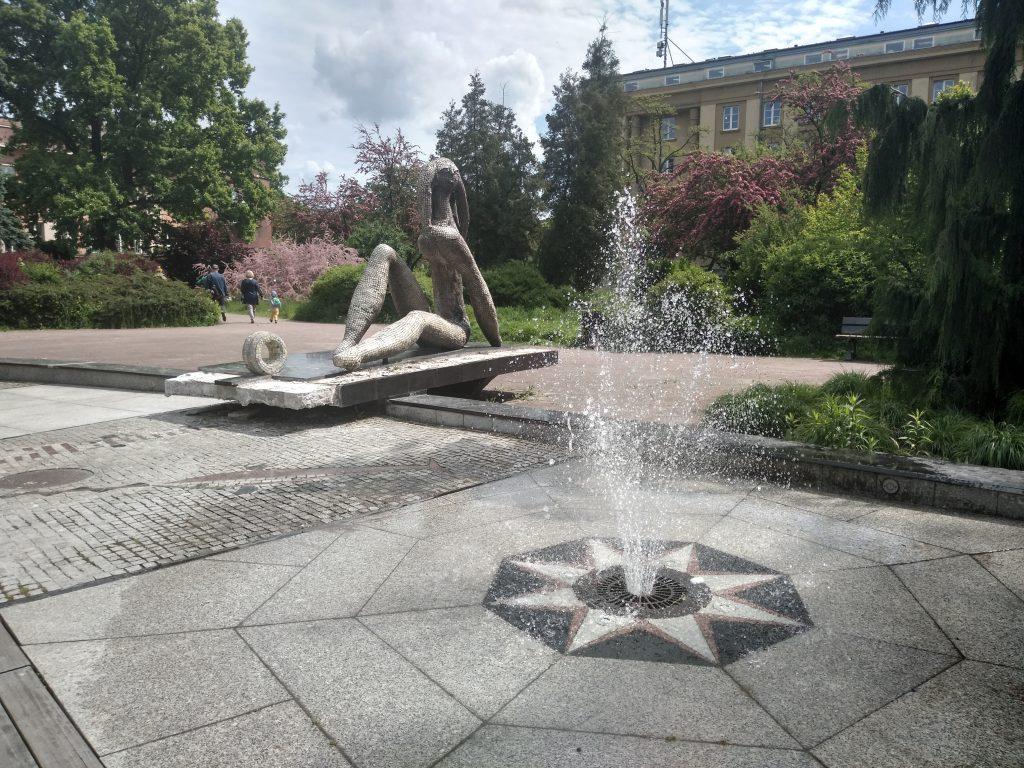 W Częstochowie włączono miejskie fontanny 8