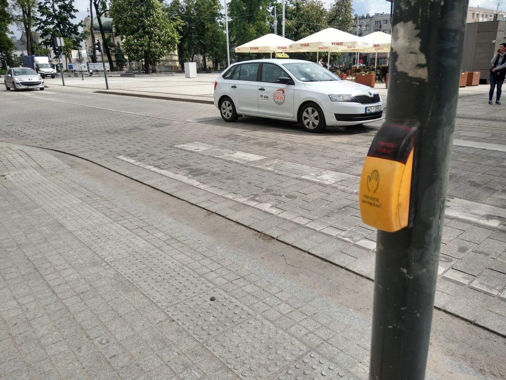 W Częstochowie będą włączać przyciski przy przejściach dla pieszych 1