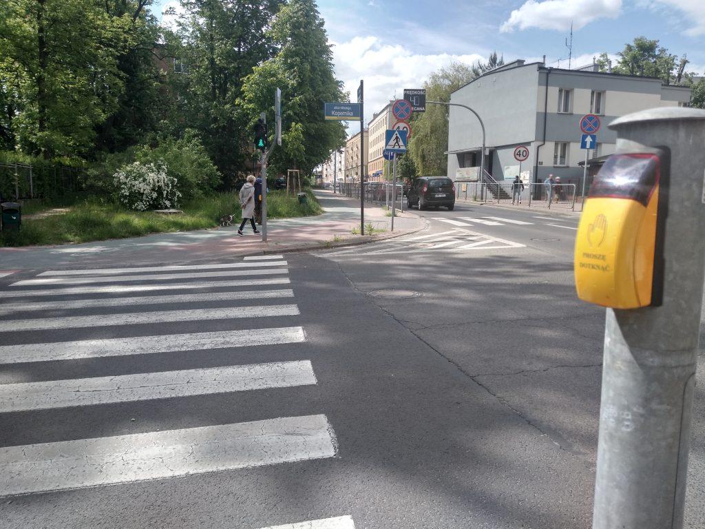 W Częstochowie będą włączać przyciski przy przejściach dla pieszych 2