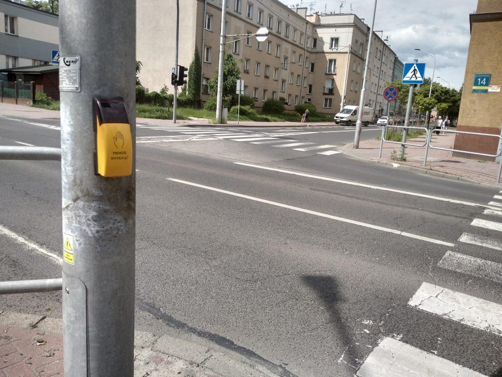 W Częstochowie będą włączać przyciski przy przejściach dla pieszych 3