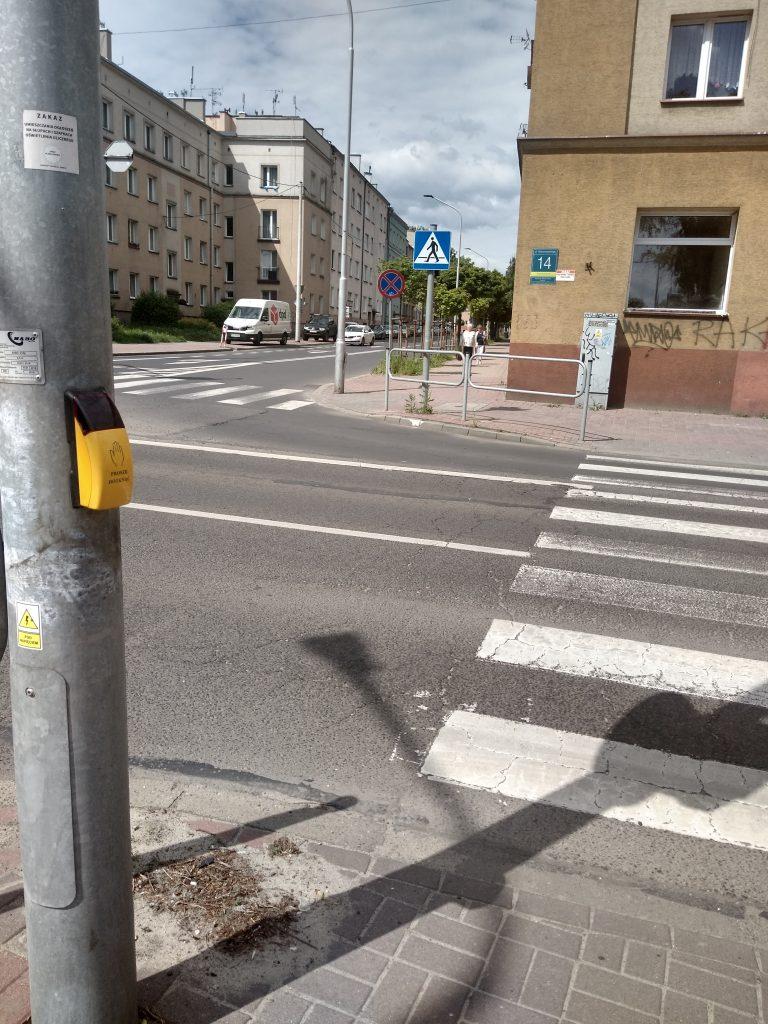 W Częstochowie będą włączać przyciski przy przejściach dla pieszych 4