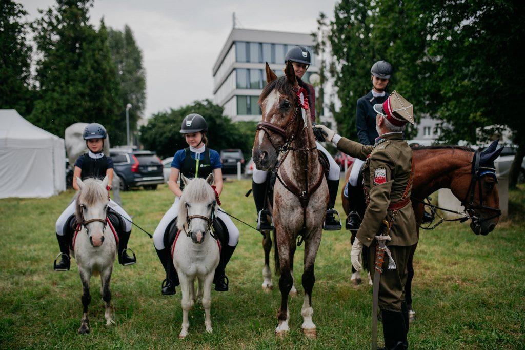 """Parada koni zainaugurowała w Częstochowie wystawę """"Z miłości i wiatru"""" [GALERIA ZDJĘĆ] 10"""