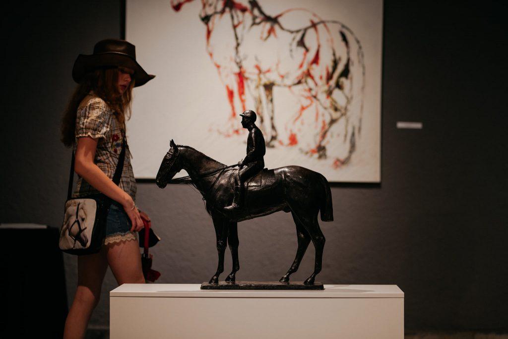 """Parada koni zainaugurowała w Częstochowie wystawę """"Z miłości i wiatru"""" [GALERIA ZDJĘĆ] 11"""