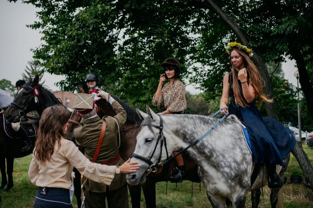 """Parada koni zainaugurowała w Częstochowie wystawę """"Z miłości i wiatru"""" [GALERIA ZDJĘĆ] 12"""