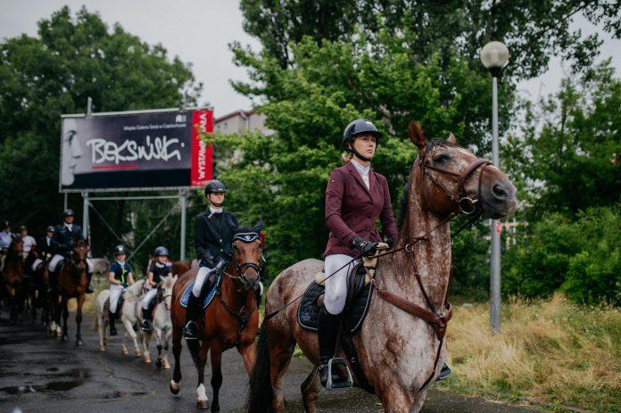 """Parada koni zainaugurowała w Częstochowie wystawę """"Z miłości i wiatru"""" [GALERIA ZDJĘĆ] 20"""