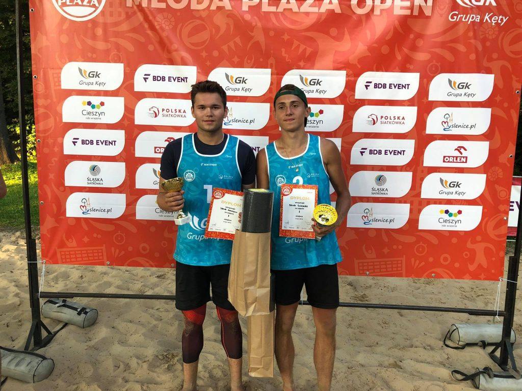Siatkarze plażowi z Nowa Częstochowa zdobyli całe podium Młodej Plaży Open w Cieszynie! Wygrali Dawid Świeboda i Jakub Pośpiech 1