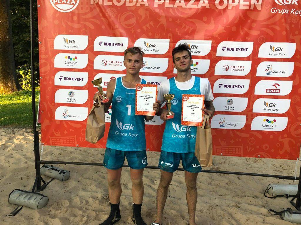 Siatkarze plażowi z Nowa Częstochowa zdobyli całe podium Młodej Plaży Open w Cieszynie! Wygrali Dawid Świeboda i Jakub Pośpiech 2