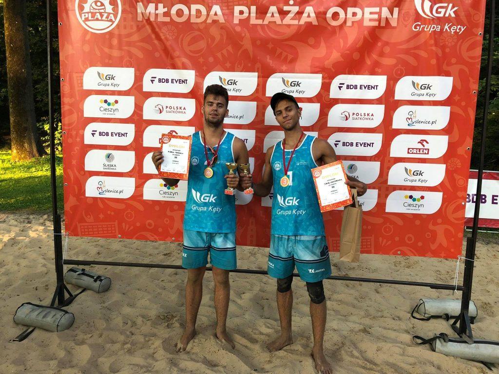 Siatkarze plażowi z Nowa Częstochowa zdobyli całe podium Młodej Plaży Open w Cieszynie! Wygrali Dawid Świeboda i Jakub Pośpiech 3