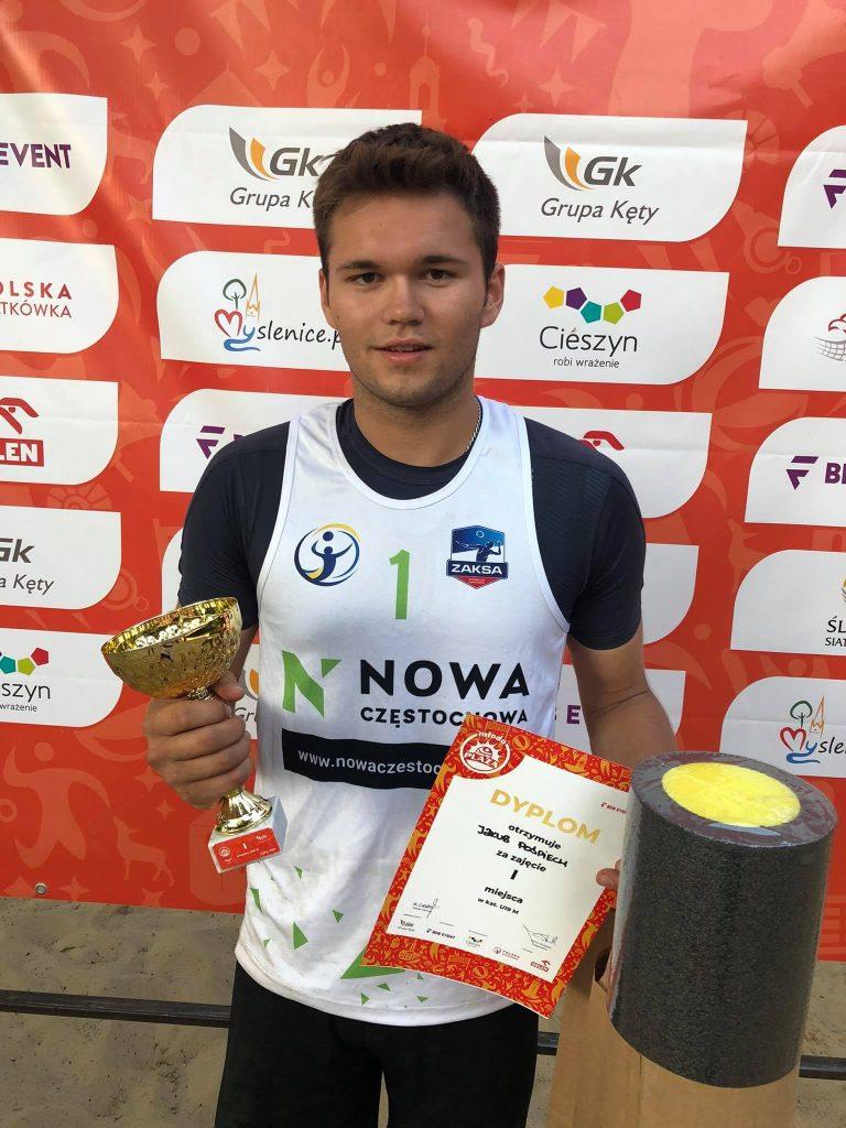 Siatkarze plażowi z Nowa Częstochowa zdobyli całe podium Młodej Plaży Open w Cieszynie! Wygrali Dawid Świeboda i Jakub Pośpiech 4