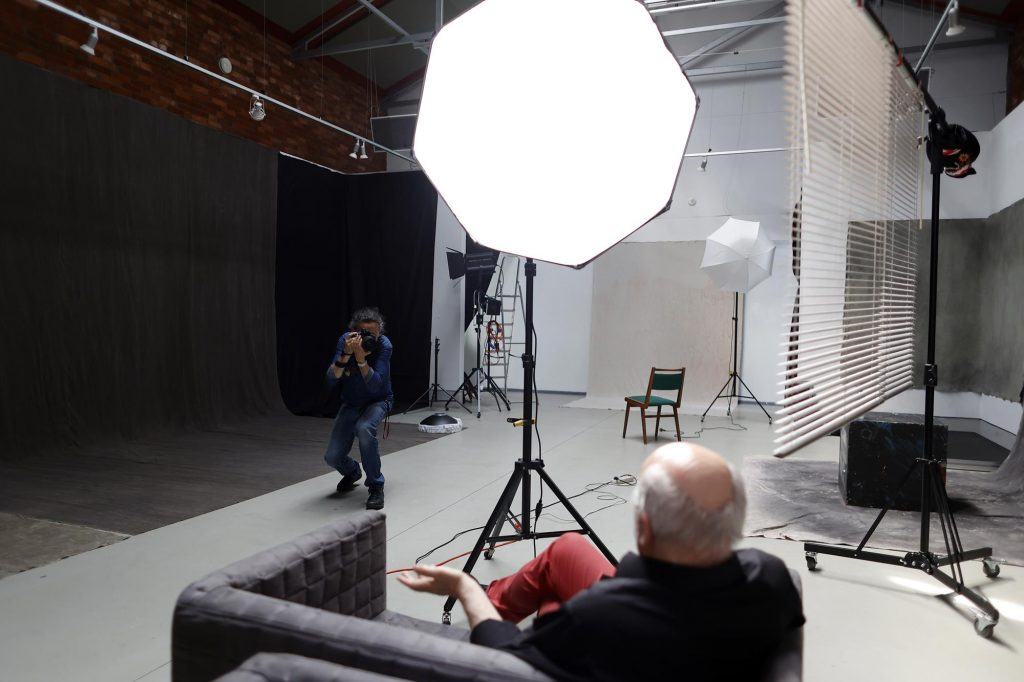 Chcesz podejrzeć jak pracuje artysta fotografik? Przyjdź do Konduktorowni na sesję pokazową 6