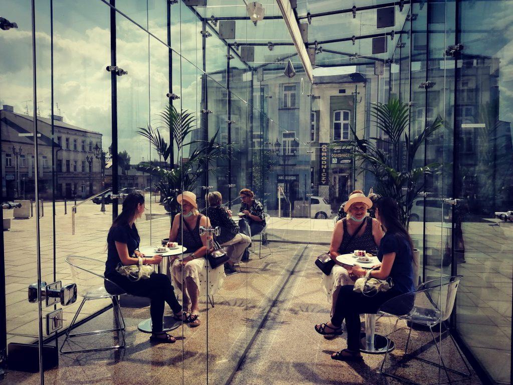 W szklanym pawilonie na Starym Rynku otwarto Kawiarnię Alternatywa 21. Poprowadzą ją osoby z niepełnosprawnością 3