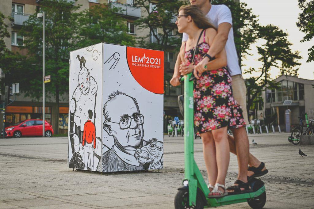 Widzieliście już kubik, który stanął na pl. Biegańskiego? To pomysł na uczczenie Roku Lema 7