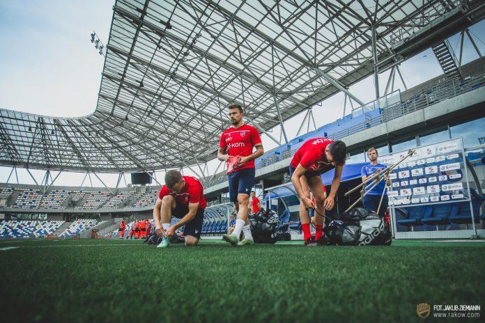 Piłkarze Rakowa trenowali w środę na stadionie Podbeskidzia i zapoznali się z obiektem 5