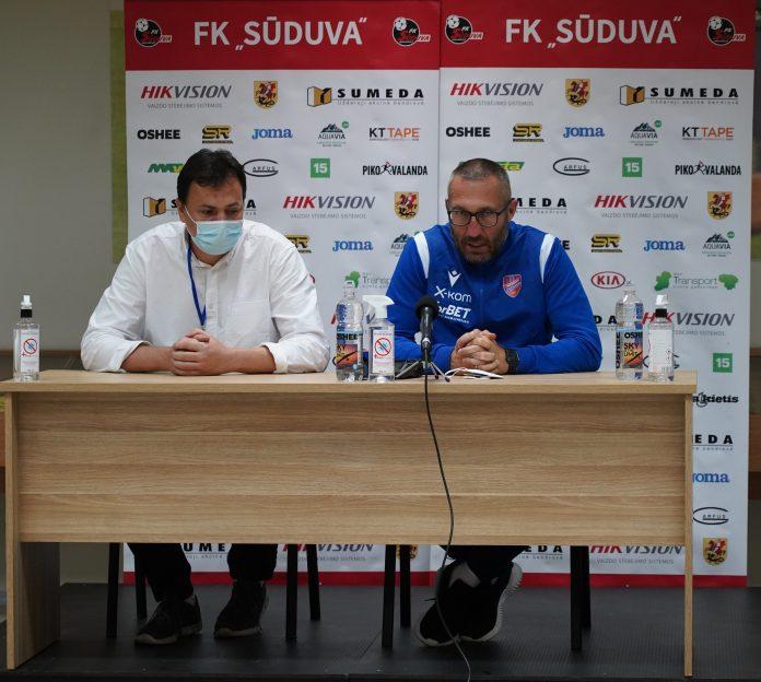 Marek Papszun: Gospodarze jakimiś prymitywnymi trikami próbowali nie przygotować boiska 14