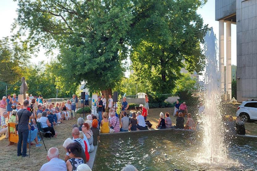 Muzyczny happening pod częstochowskim pomnikiem Louisa Armstronga 2