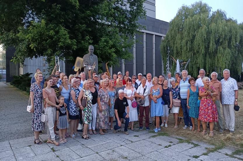 Muzyczny happening pod częstochowskim pomnikiem Louisa Armstronga 3