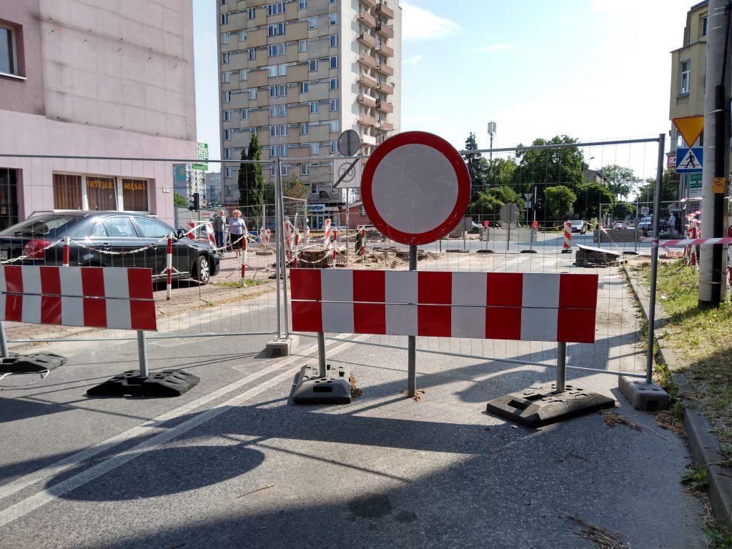 Skrzyżowania na ulicy Jasnogórskiej i w alei Jana Pawła II mają być otwarte w tym samym czasie, najpóźniej 15 sierpnia - zapowiada częstochowskie MZD 1