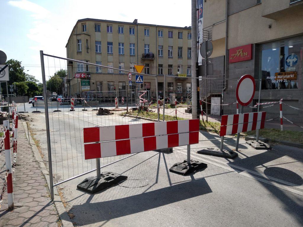 Skrzyżowania na ulicy Jasnogórskiej i w alei Jana Pawła II mają być otwarte w tym samym czasie, najpóźniej 15 sierpnia - zapowiada częstochowskie MZD 2