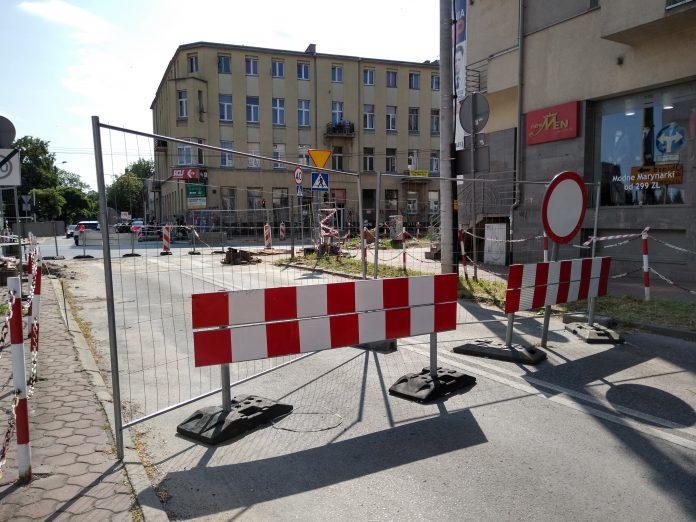 Skrzyżowania na ulicy Jasnogórskiej i w alei Jana Pawła II mają być otwarte w tym samym czasie, najpóźniej 15 sierpnia - zapowiada częstochowskie MZD 7