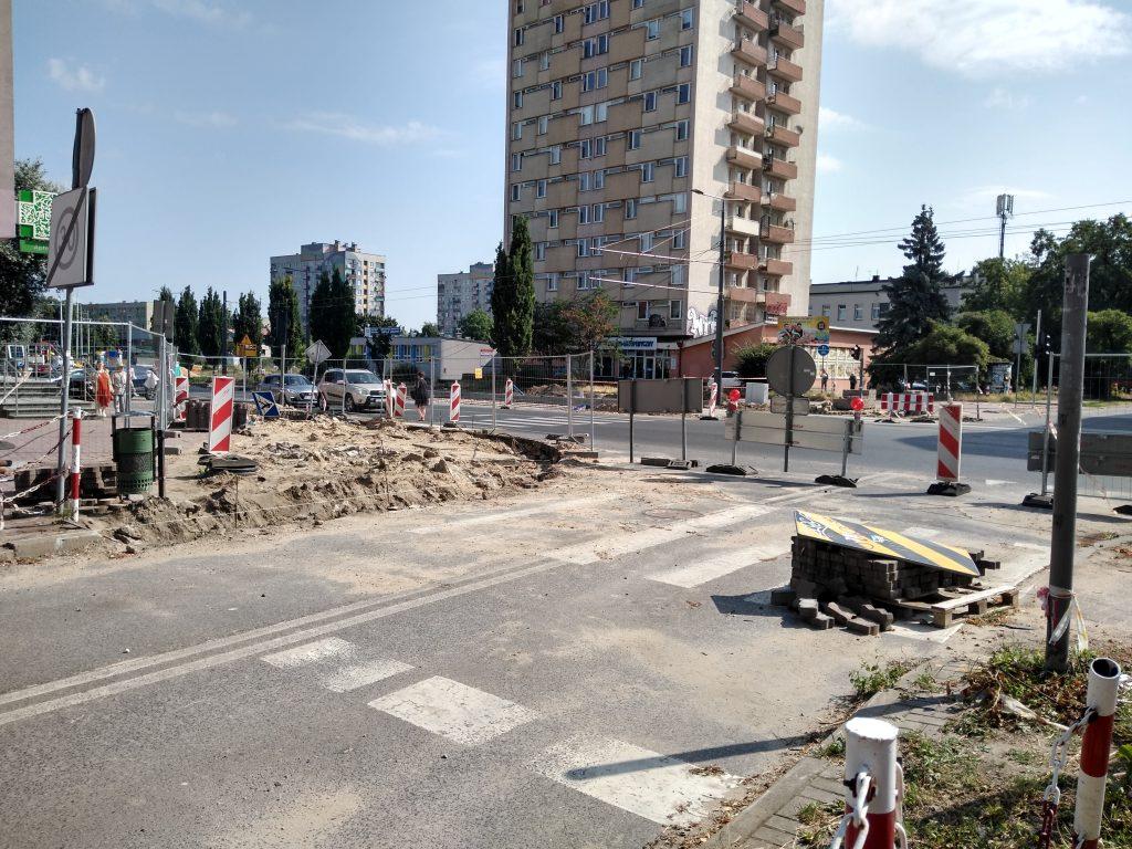 Skrzyżowania na ulicy Jasnogórskiej i w alei Jana Pawła II mają być otwarte w tym samym czasie, najpóźniej 15 sierpnia - zapowiada częstochowskie MZD 5