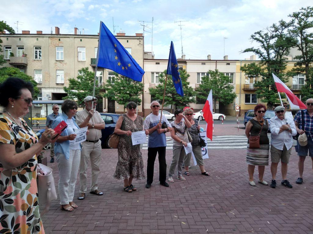 Pikieta w obronie sądów. Protestowali, bo chcą niezależnych sędziów oraz Polski w Unii Europejskiej 6