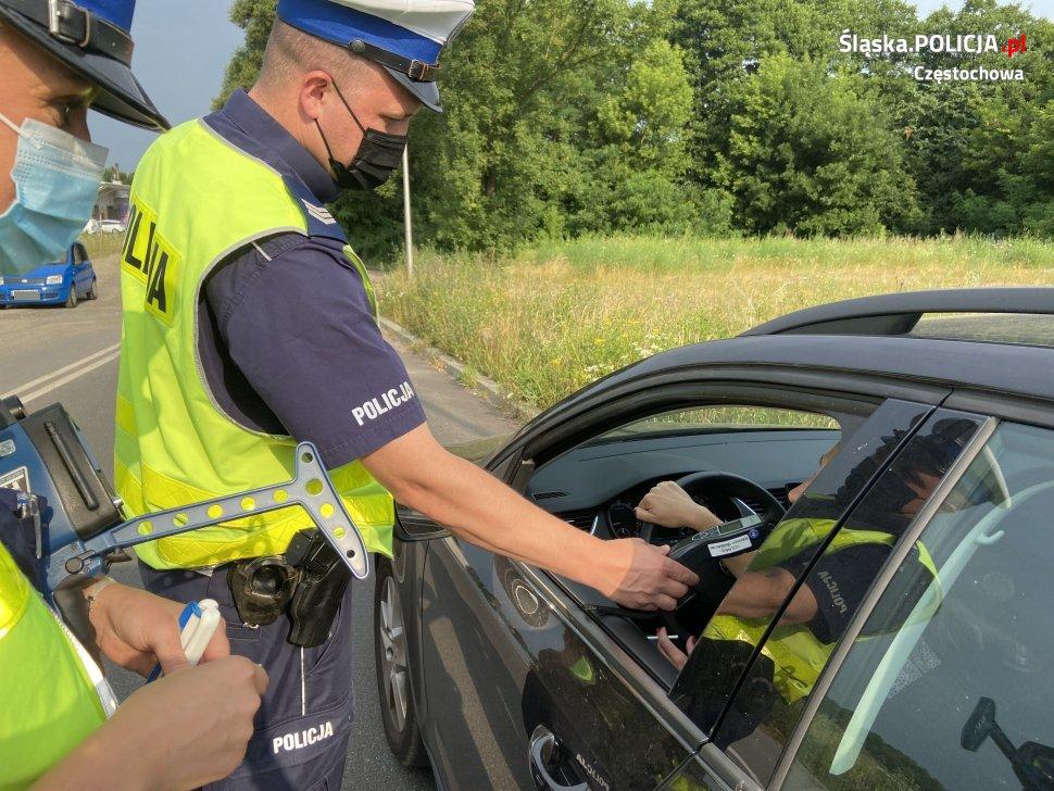 """""""Piłeś, nie jedź!"""". Częstochowska policja od początku roku ujawniła na drogach regionu blisko 400 pijanych kierowców 2"""