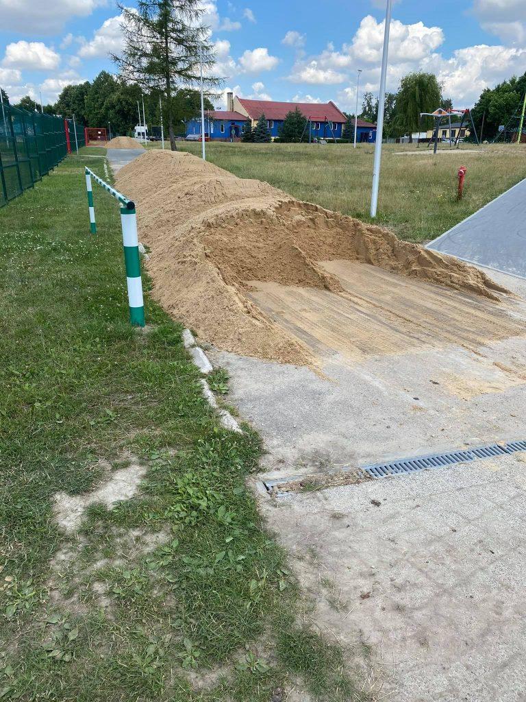 renowacja płyty boiska 1