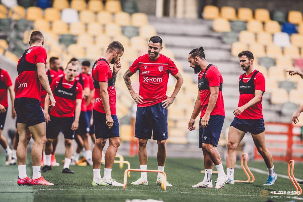 Piłkarze Rakowa są już po treningu w Bielsku Białej przed czwartkowym meczem z Rubinem Kazań 6