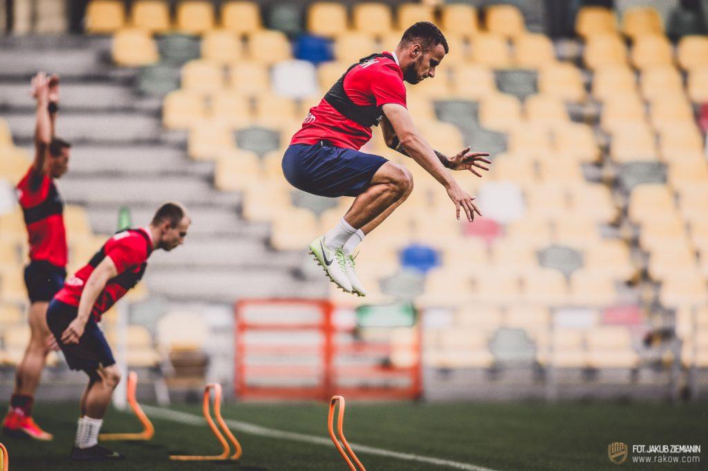 Piłkarze Rakowa są już po treningu w Bielsku Białej przed czwartkowym meczem z Rubinem Kazań 5