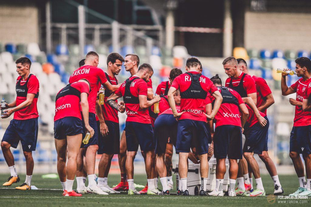 Piłkarze Rakowa są już po treningu w Bielsku Białej przed czwartkowym meczem z Rubinem Kazań 3